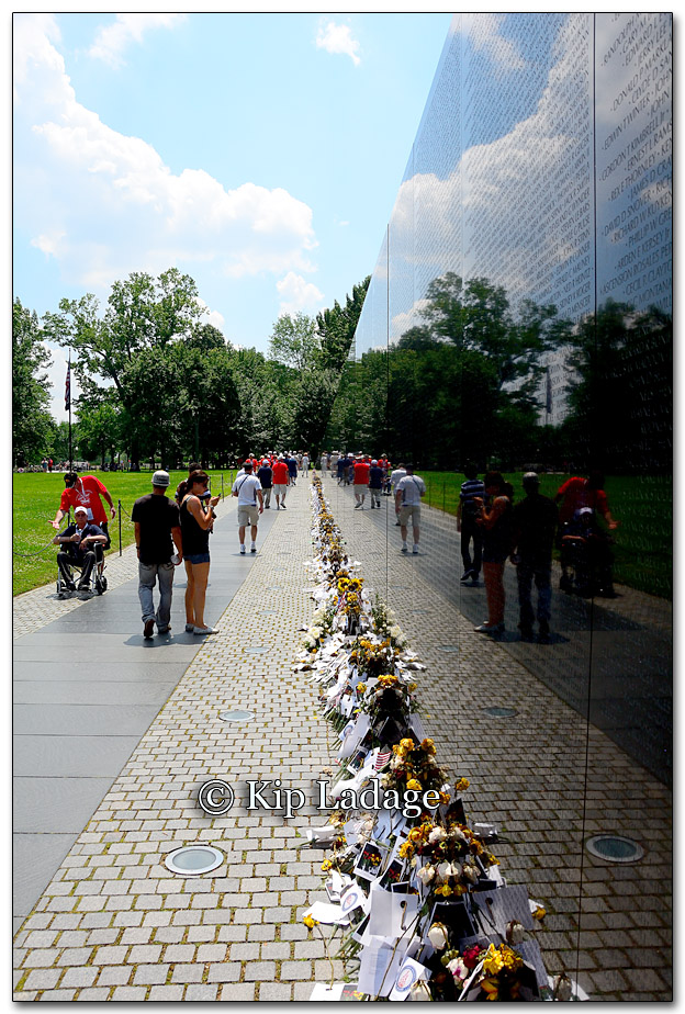 Vietnam Wall Memorial - Image 265330