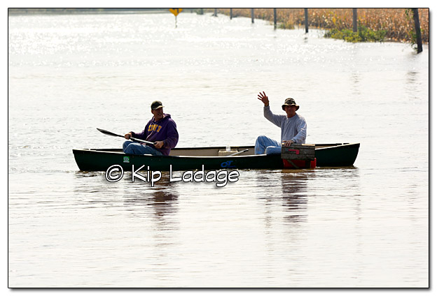 Canoers Checking the Mail During the Flood of 2016 - Image 399288