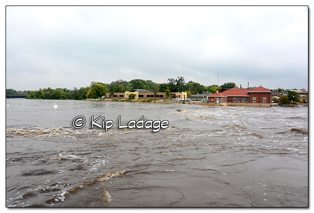 Inflatable Dam in Waverly in Flood Water - Image 399225